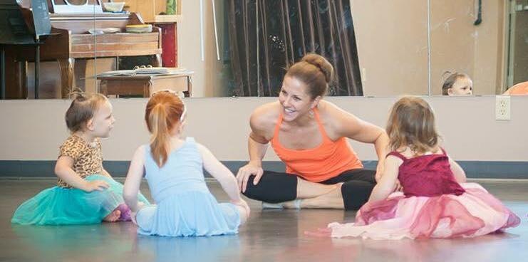 Kristen Dennis teaching children in dance and music class